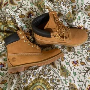BRAND NEW timberland boots IN BOX sz9